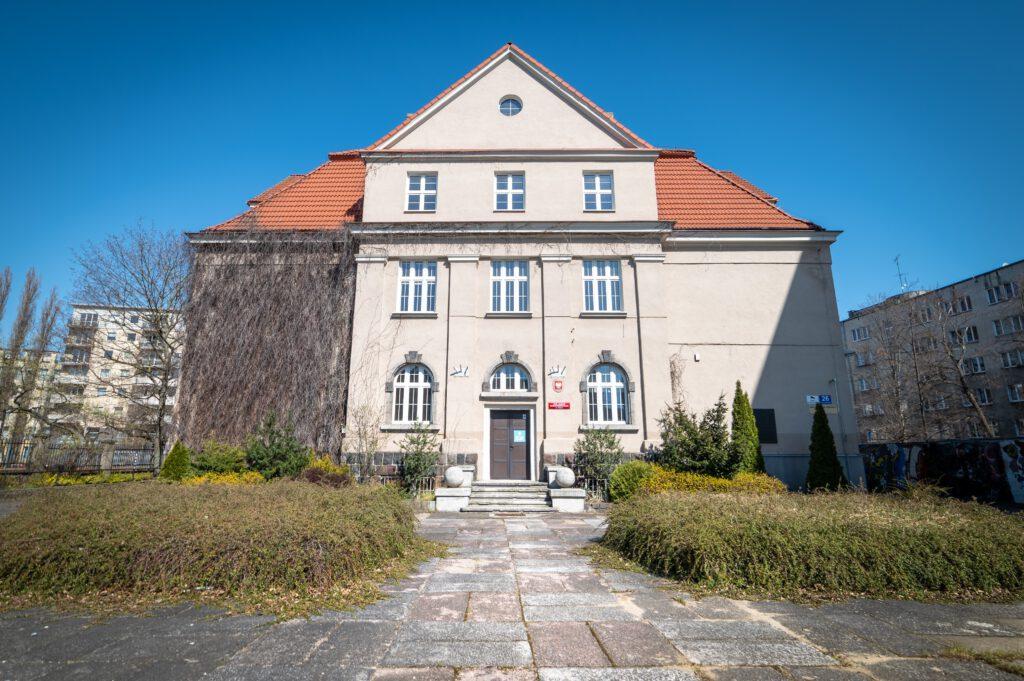 Budynek dawnej szkoły zostanie zaadaptowany napotrzeby Centrum Nowoczesnego Seniora // fot.Laboratorium Innowacji Społecznych